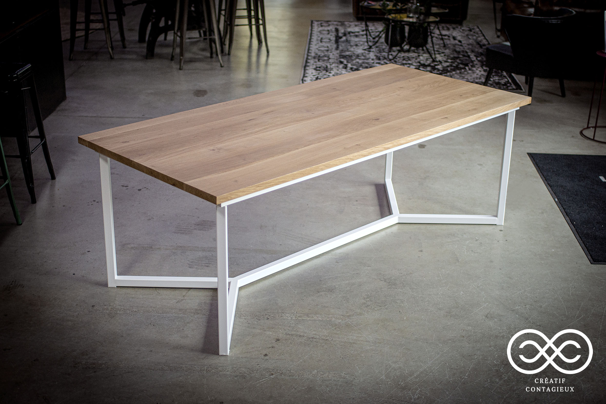 Table pied chevron blanc