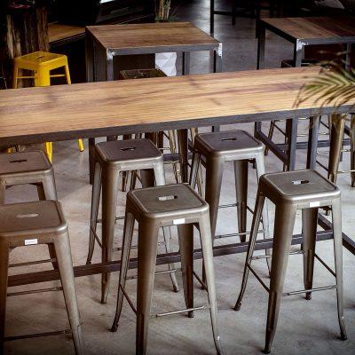 Table haute industrielle