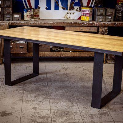 TABLE AVEC CADRE METAL