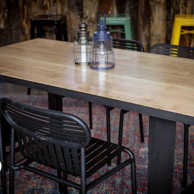 Table industrielle avec pieds acier