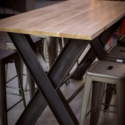 Table haute avec pietement IPN