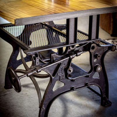 Table haute avec pied de machine outil