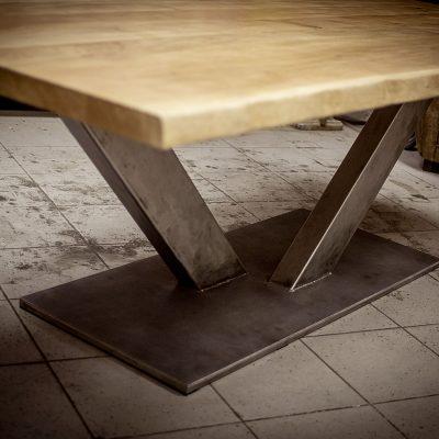 Table pied central en V